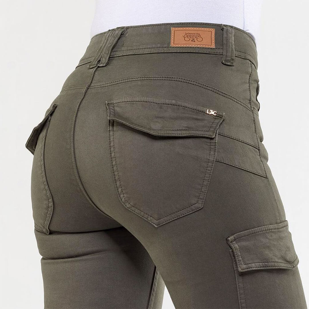 Khaki-Trousers2